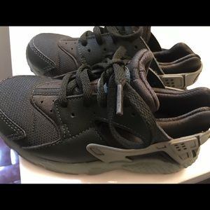 Nike Shoes - Nike huaraches for toddler